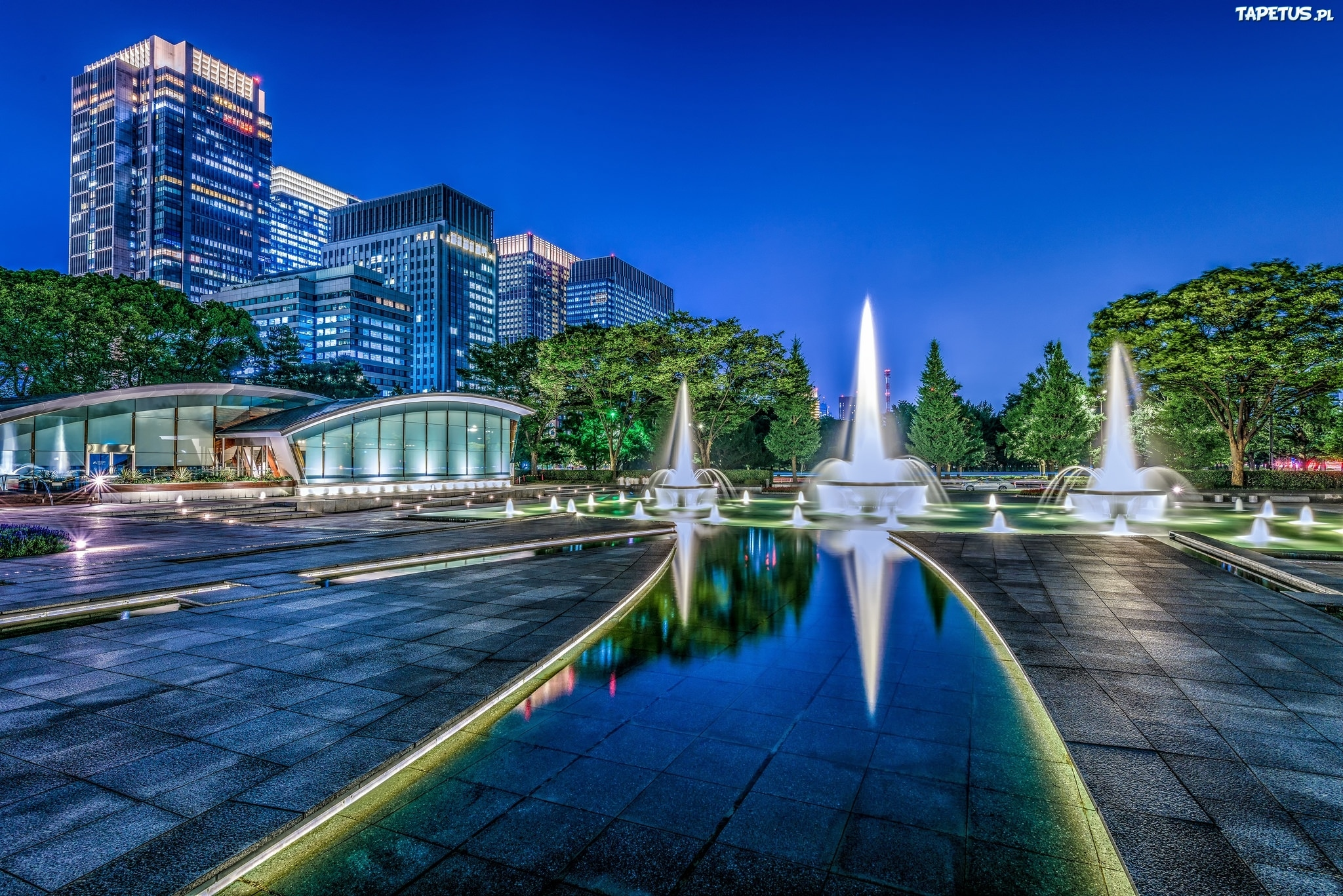 235049_miasto-noc-tokio-fontanna-wadakura.jpg